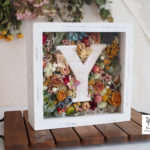【夏の新作①】アンティークイニシャルオブジェのお花箱【カラフルドライフラワー】